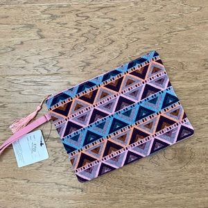 Handbags - NWT Boho wristlet or Travel bag!